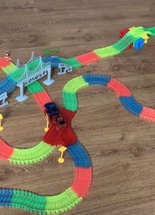 Светящаяся гоночная трасса Magic Tracks 360 деталей с мостом 2...