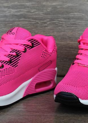 Женские яркие розовые кроссовки