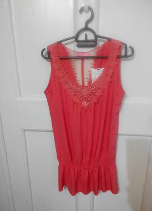 Летняя блуза кораллового цвета с кружевом