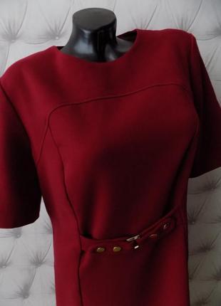 Плотное платье винного цвета