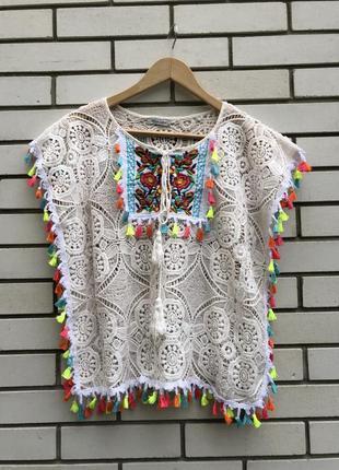 Кружевная пляжная белая блузка с помпонами