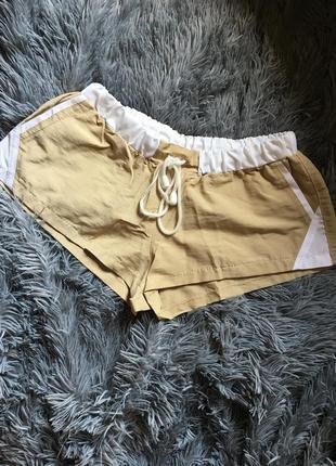 Легенькие короткие шорты
