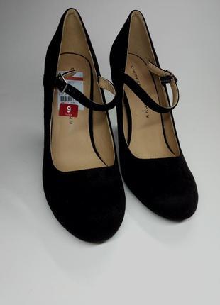 Класичні чорні туфлі з ремінцем chinese laundry/классические ч...