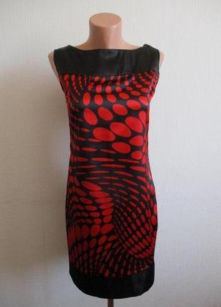 Атласное платье-футляр в крупный горох