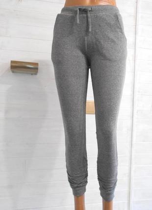 Красивые спортивные штаны