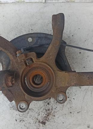 Поворотный кулак передний левый (ступица в сборе) Nissan X-Tra...