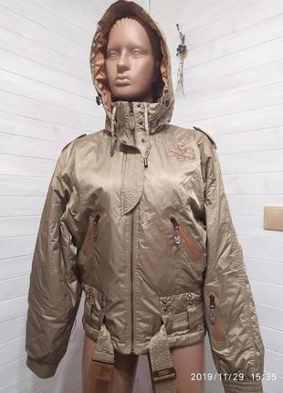 Красивая курточка деми