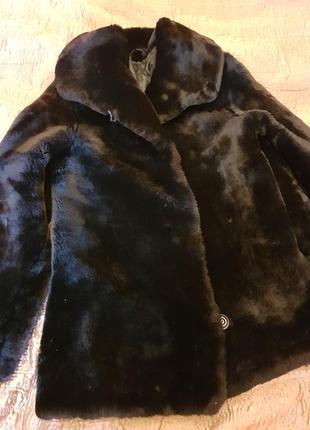 Мутоновая черная шуба