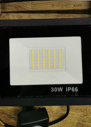 Светодиодный прожектор с датчиком движения LED Flood Light 30 Вт