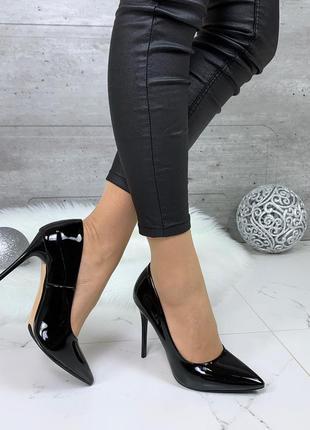 Шикарные лаковые туфли лодочки черного цвета