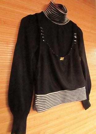 Красивый женский свитерок, черный с полосатыми вставками