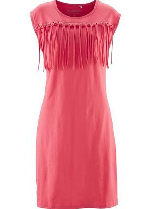 Платье без рукавов с бахромой