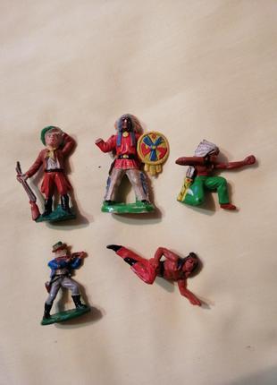 Фигурки солдатиков индейцы.