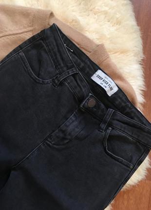 Актуальные джинсы клёш с бахромой