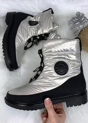 Женские зимние серебристые дутые ботинки  низкий каблук