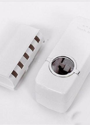 Автоматический дозатор зубной пасты и держатель щеток