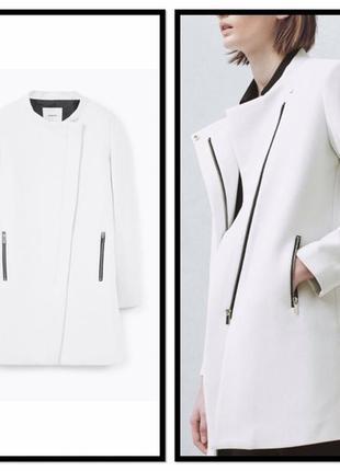 Стильное белое пальто прямого кроя на молнии mango