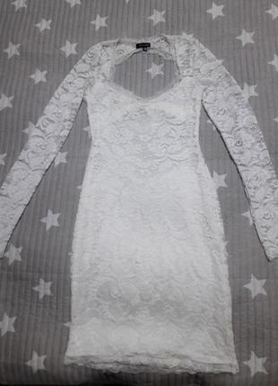 Короткое белое кружевное платье