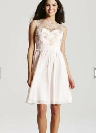 Платье с золотой вышивкой