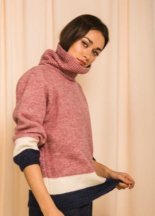 Теплый укороченный шерстяной вязаный свободный свитер под горл...