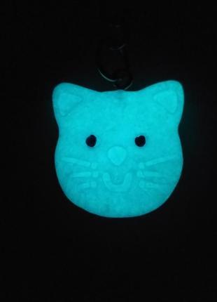 Брелок Кошечка-светится в темноте!!!