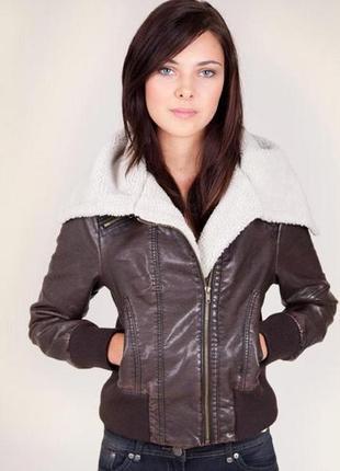 Брендовая коричневая демисезонная кожаная куртка авиатор с кар...