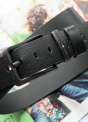 Мужской кожаный ремень с чёрной пряжкой