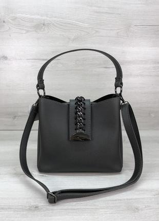 Женская сумочка с цепочкой серого цвета