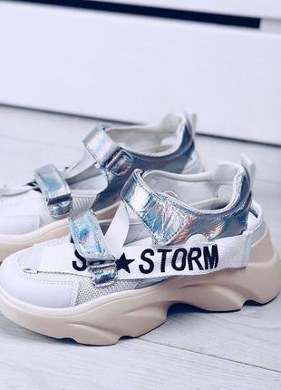 Белые открытые кроссовки из эко - кожи