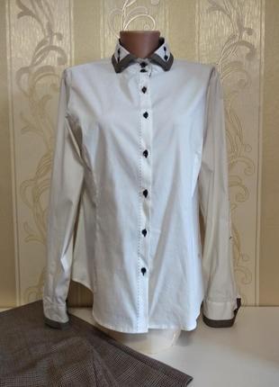 Белоснежная фирменная рубашка с воротником , dismero