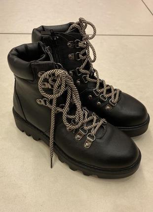 Ботинки на шнурках reserved есть размеры