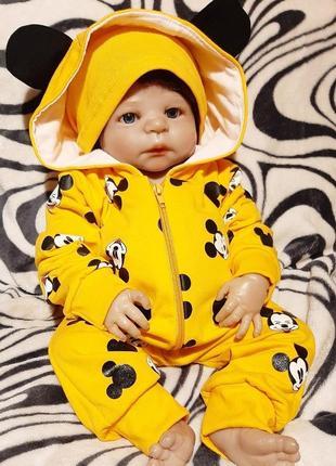Яркий костюм с микки маусами для малышей