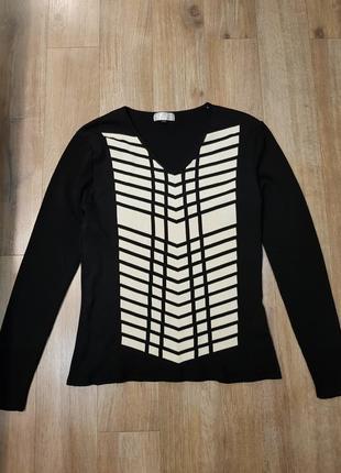 Стильный модный черно-белый джемпер свитер