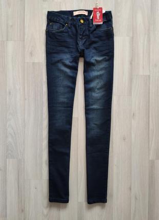 Женские зауженые джинсы 24 размер