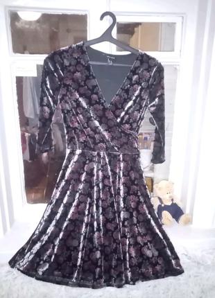 Блестящее бархатное платье