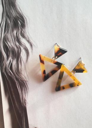 Серьги акриловые треугольники