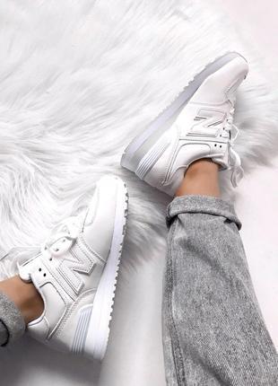 Стильные кроссовки New Balance White