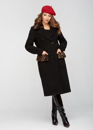 Пальто зимнее с мехом леопард черный