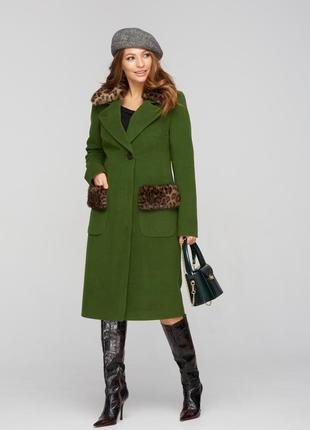 Пальто зимнее с мехом леопард зеленый