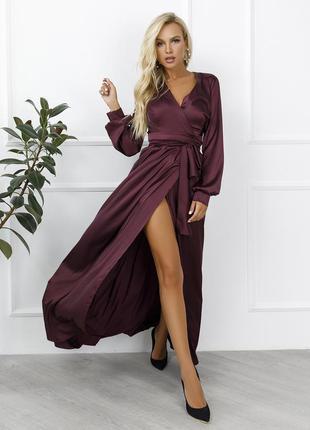 Бордовое атласное платье с кроем на запах