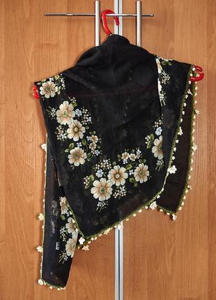 Красивый женский платок
