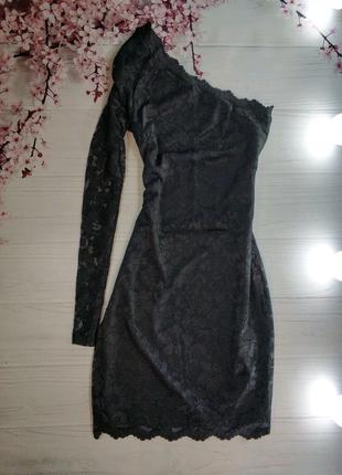 Чорна  мереживна сукня на один рукав від vila clothes