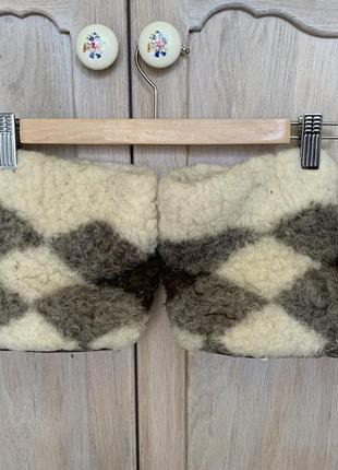 Теплые меховые чуни тапочки овечья шерсть замшевая подошва