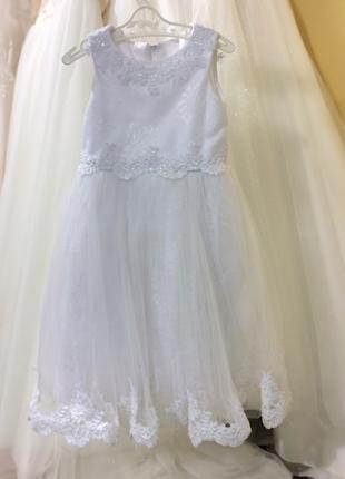 Белое платье на утренник