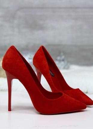 Шикарные красные туфли на шпильке
