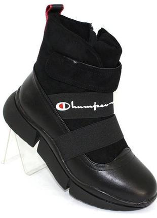 Зимние женские черные спортивные ботинки на массивной подошве