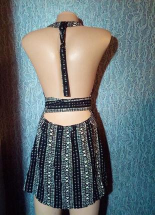 Туника платье с открытой спиной.