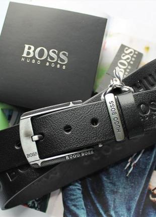 Мужской кожаный ремень с тиснением hugo boss черный