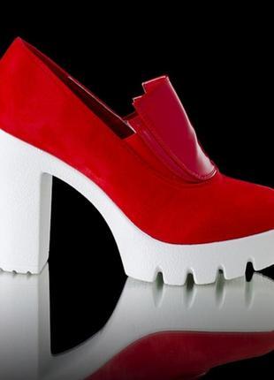 Стильные туфли с тракторной подошвой и массивным каблуком