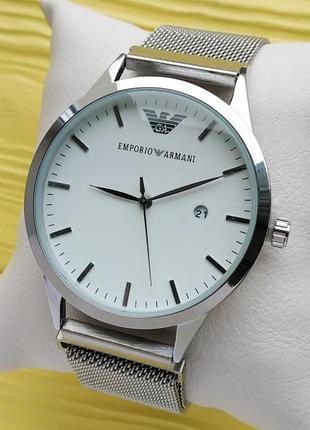 Кварцевые наручные часы серебристые с белым циферблатом, магни...